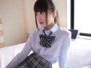 小柄な可愛いロリ美少女制服JKが真っ昼間からおっさんのチンポに跨ってエロ顔で騎乗位する!!